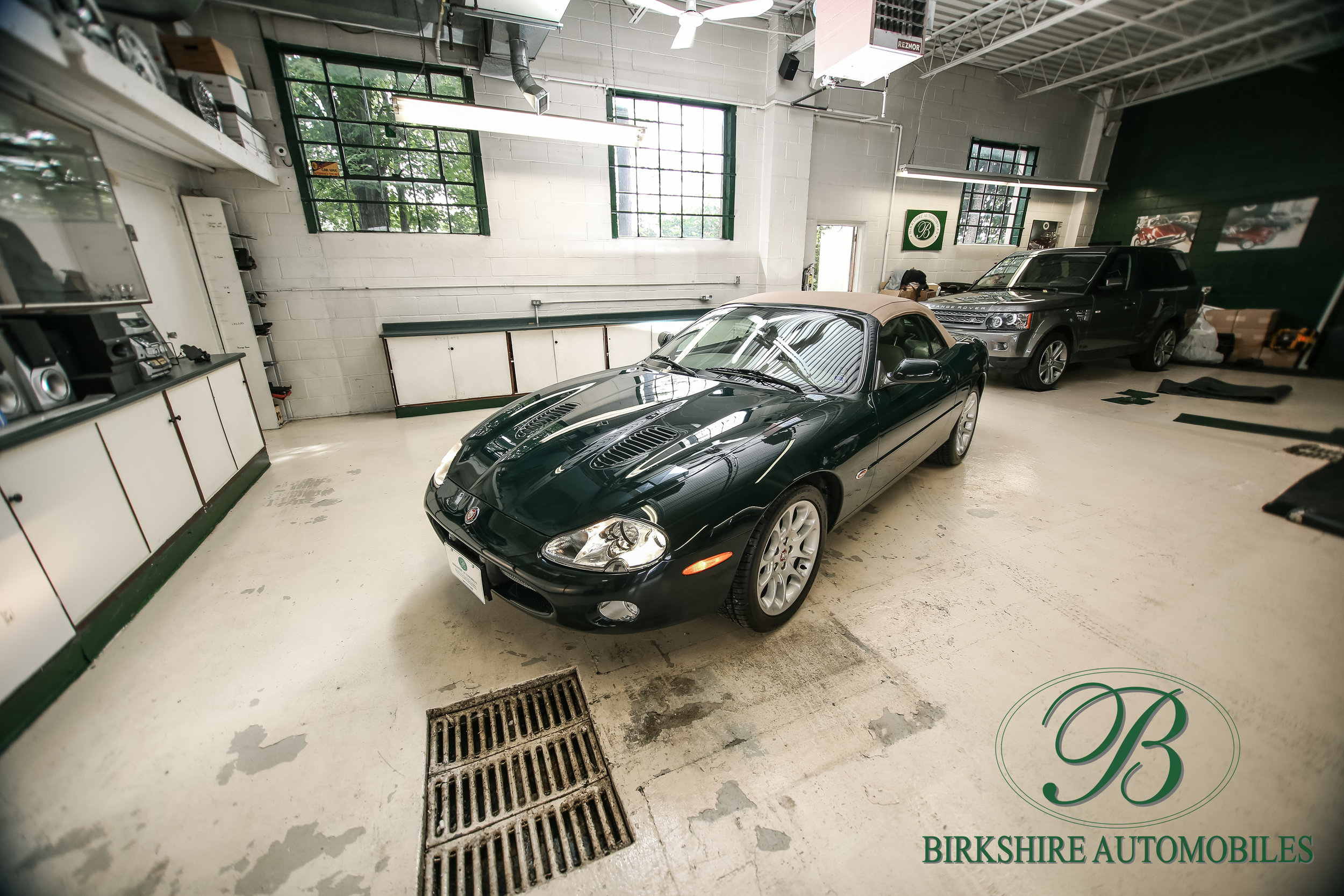 Birkshire Automobiles-2001 Jaguar XKR Convertible (18).jpg