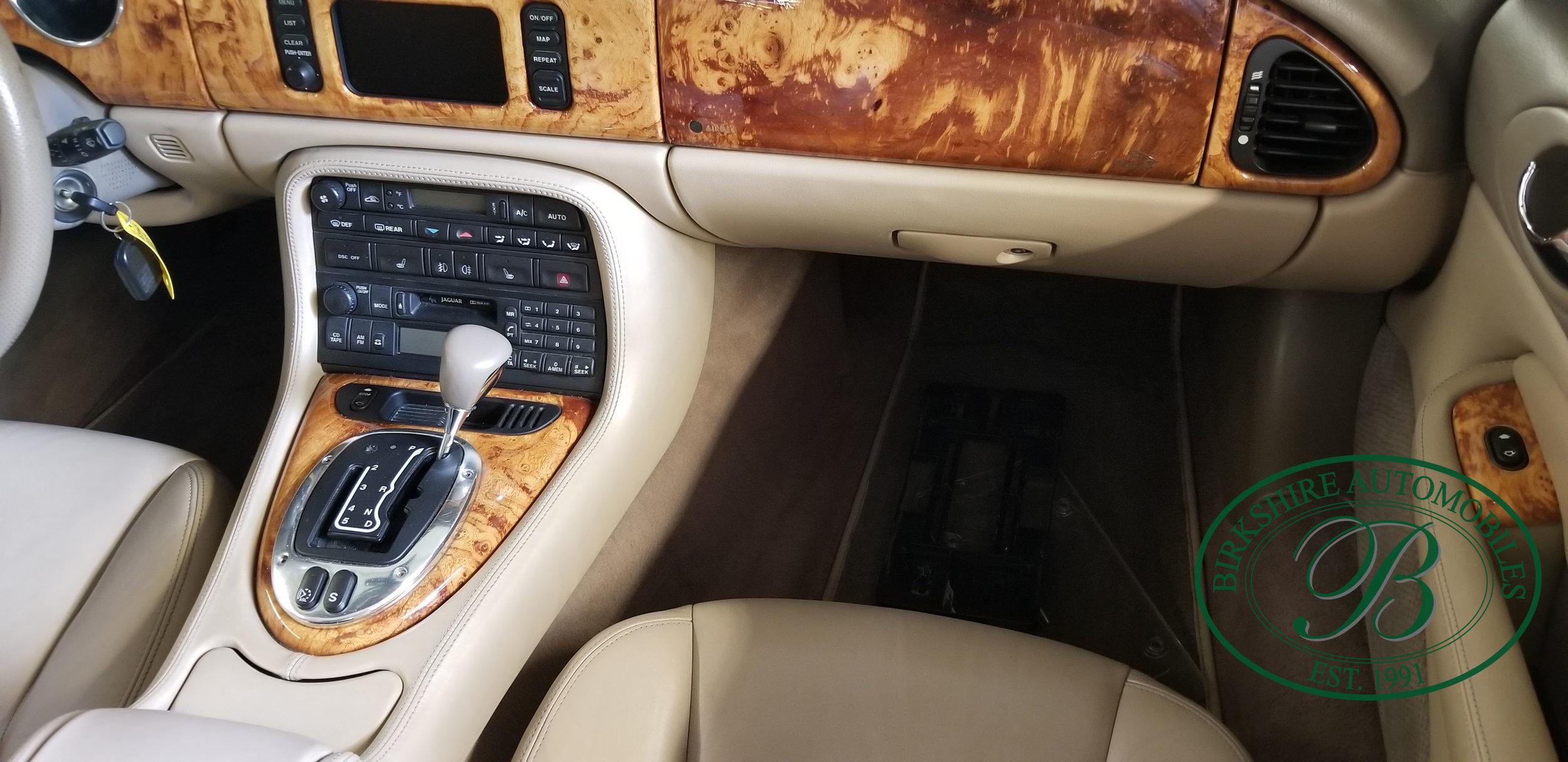 2006 Jaguar XK8 Convertible - Birkshire Automobiles Thornhill (47).jpg