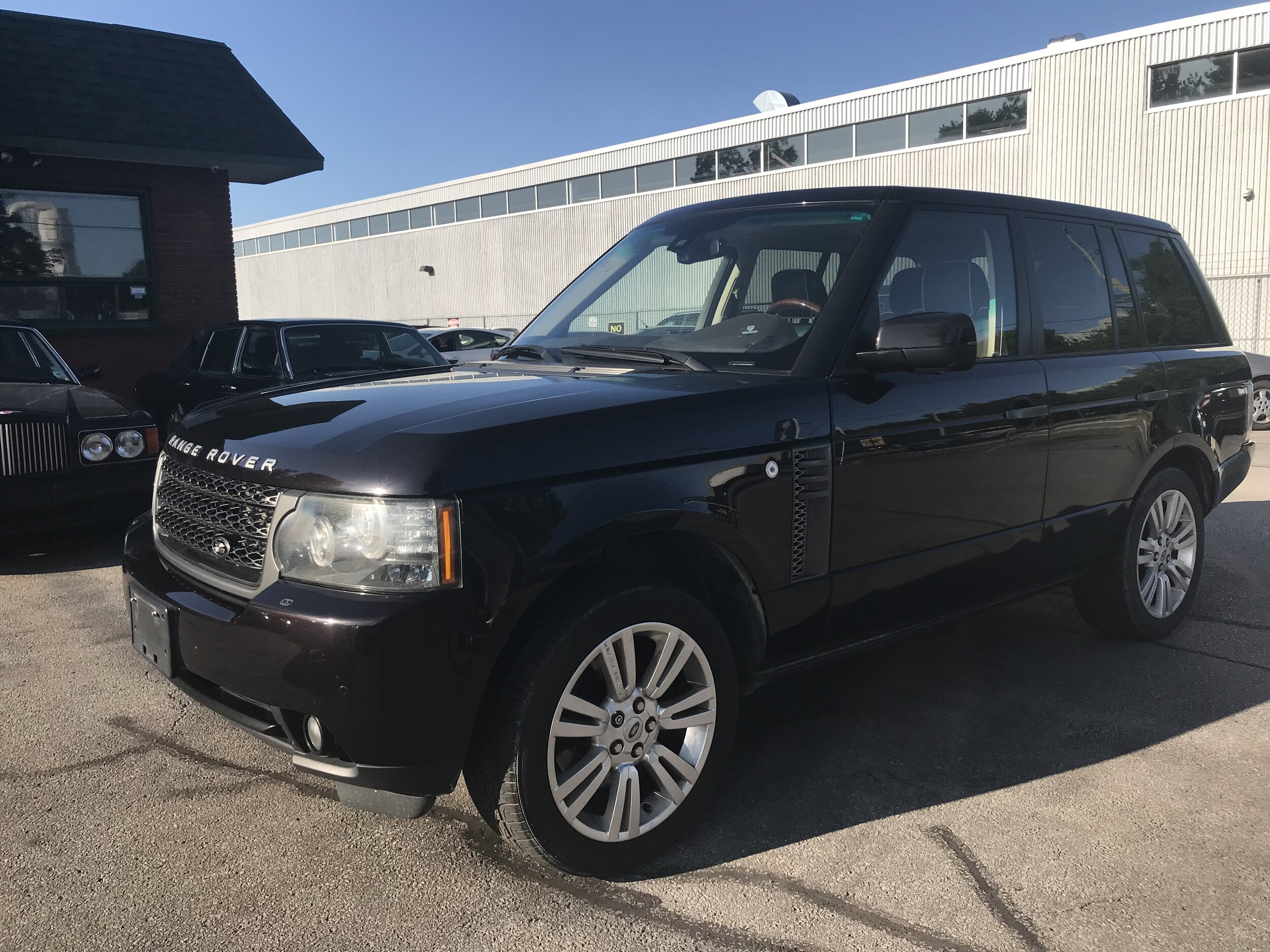 - 2011 Range Rover Hse$21,900 plus tax153,000 kmTop of the line Range Rover. Fully loaded with heated seats, Back up cameraNavigation and more.