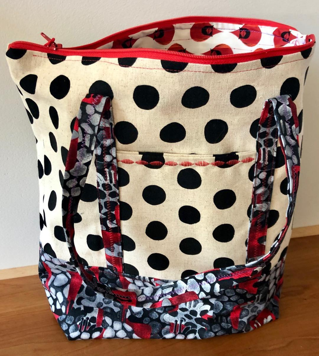 Dots Zipper Bag