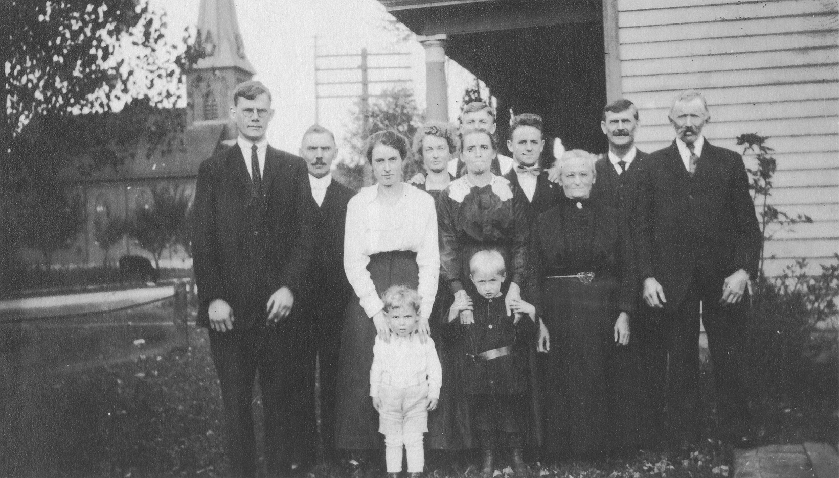 My dad's mother's family circa 1910 or so...