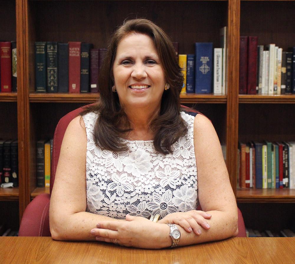 Nancy Perez  Ministra de Enlace con el Colegio