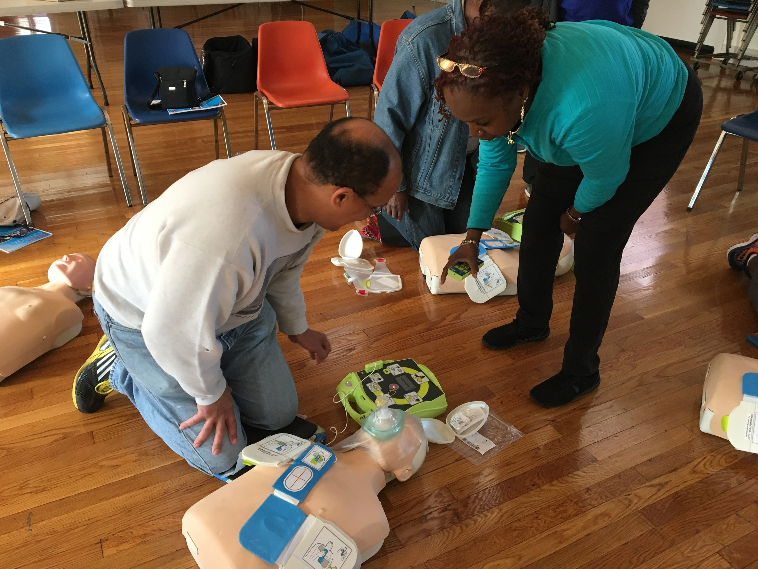 Parkway member learns how to use an Automated External Defribillator (AED).