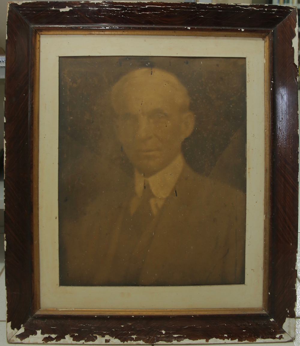 A photograph of Henry Ford originally displayed in the first home built for him at Belterra in 1938. He was supposed to meet Brazilian President Getúlio Vargas at this home in 1940, but Ford did not attend the meeting. The image disappeared from the house and is now owned by a collector in the region.