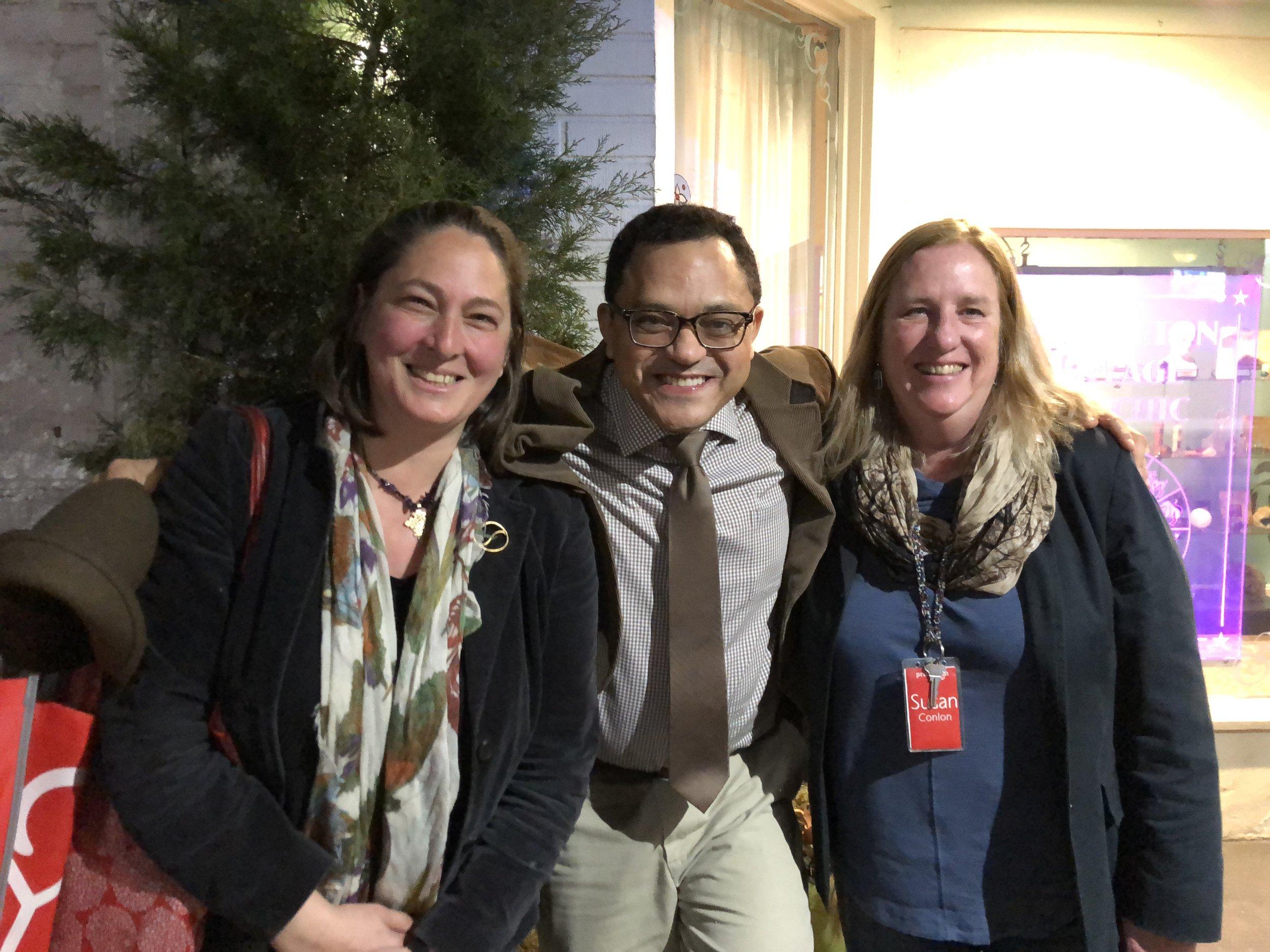 Marcos Colón e Kim Dorman (esquerda) e Susan Conlon (direita) diretoras do Princeton Environment Film Festival during the event.