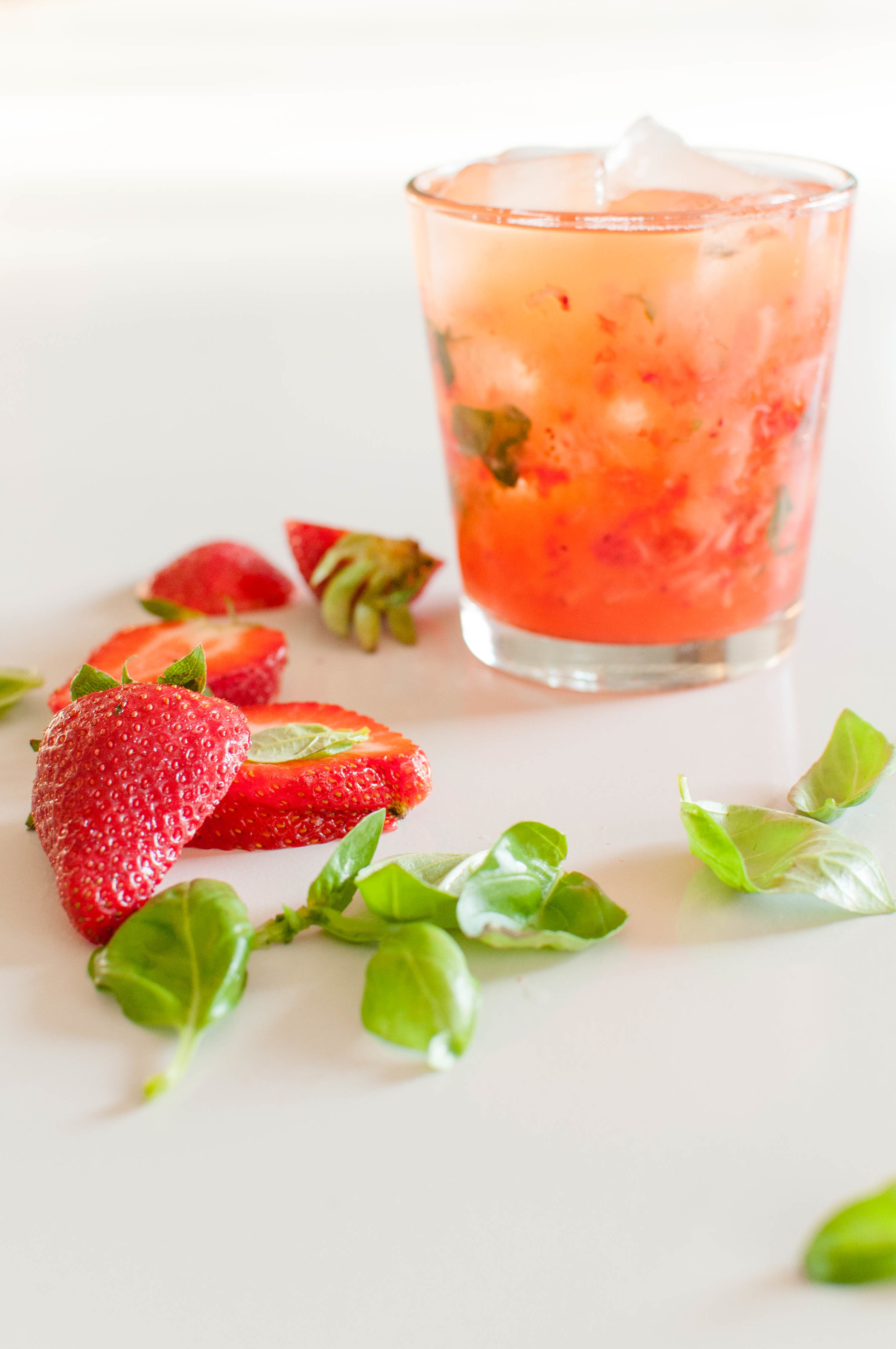 Skinny-love-strawberry-basil-margarita.jpg