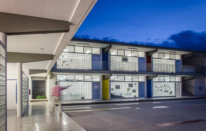 Colegio Nueva Esperanza / HFS Aquitectos