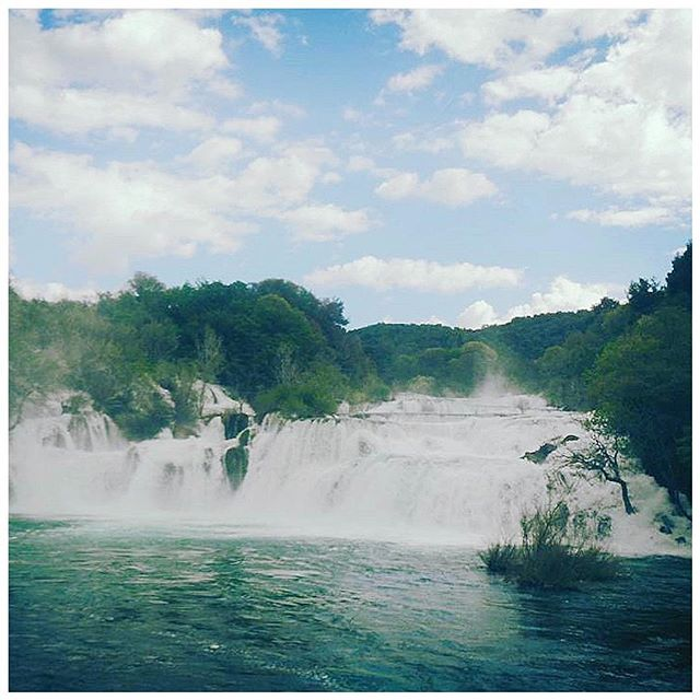 ALL ABOUT THE LAKES OF CROATIA! - The Adriatic isn't the only beautiful water feature of Croatia! There are two beautiful and famous national parks featuring water falls, swimming holes and hiking: Krka National Park and Plitvice Lakes National Park. ___ KRKA Located about an hour drive north of Split, or you can get there by water taxi or private boat. It's definitely the easier park to get to of the two, and that's reflected in the amount of tourists you can expect to find there alongside yourself! - When we went, it was late spring so the water was too high and strong to jump in (and definitely not warm enough.) but come summer, the picture above would be filled with people swimming and enjoying themselves right in front of the gorgeous staple waterfall. ___ PLITVICE Plitvice is a little more out of the way, but also the more stunning of the two. (Just google photos and you'll understand why...the numerous waterfalls coupled with clear turquoise water.) In fact it's a UNESCO World Heritage site! It's recommended to find a hotel to post up at for the night in the area though if you want to take full advantage of the park. - It's much larger than Krka and takes about 3-4 hours to drive to from Split. (Unlike Krka, it's inland and doesn't connect to the ocean.) Plitvice offers much more opportunity for hiking and exploring beyond the signature picturesque fall area too. And you can horseback ride, take boat tours and more! ___ So to summarize?! • If you love the outdoors and love less touristy/more adventurous, off-the-beaten path excursions, go to Plitvice. • If you want a short day trip from Split, experience some beautiful nature with some sun and water, or don't have the ability to rent a car/have a tighter schedule/have a big group, go to Krka!