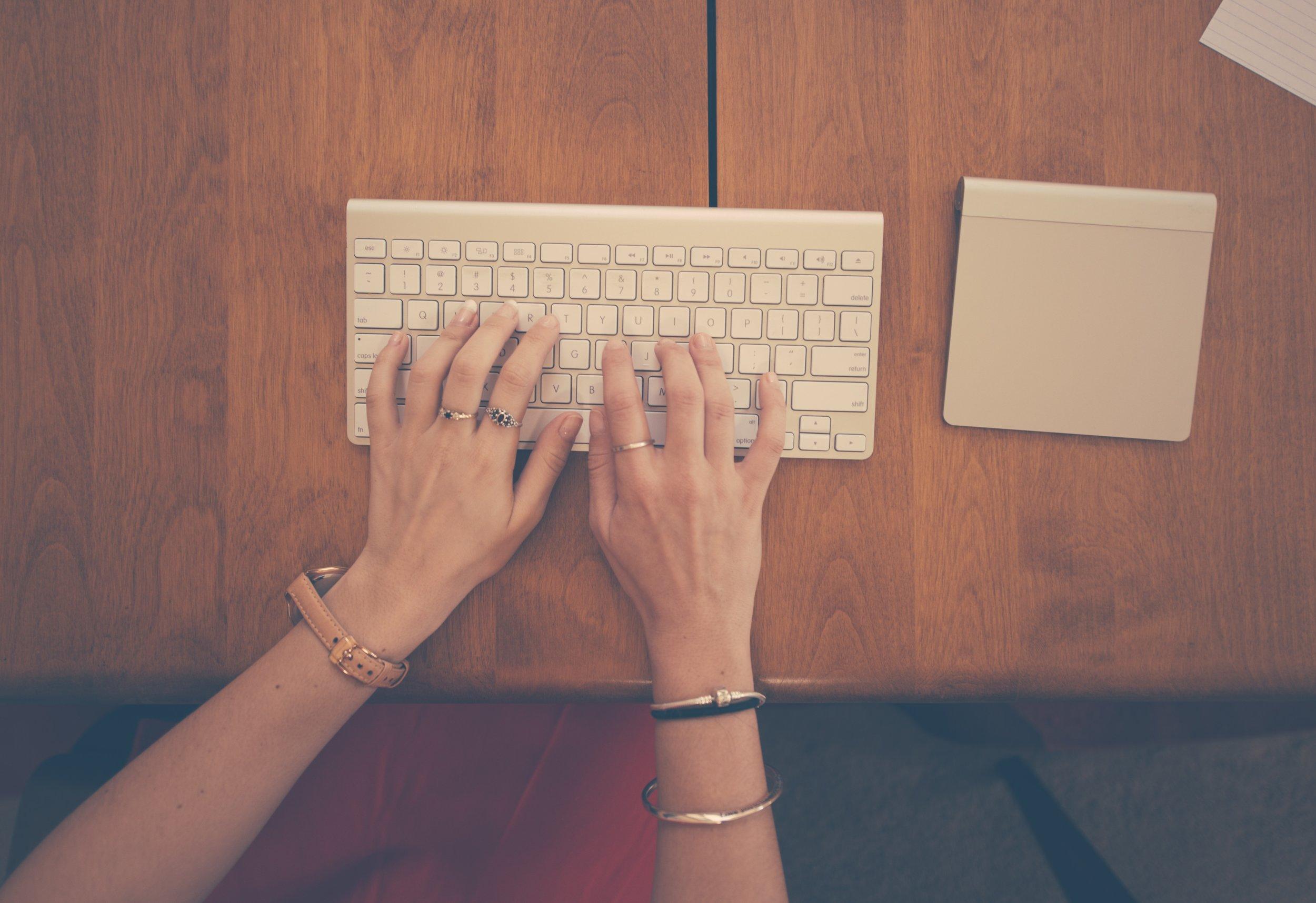 apple-business-desk-6538.jpg