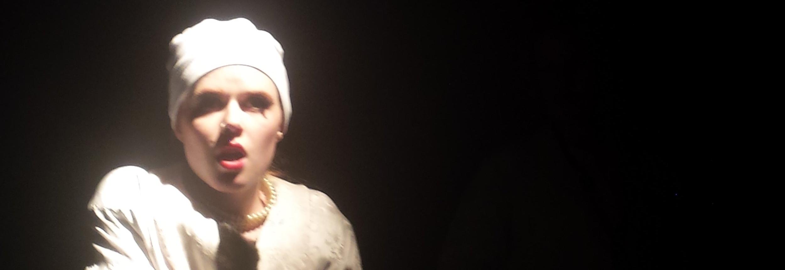Caroline Carr as Beth