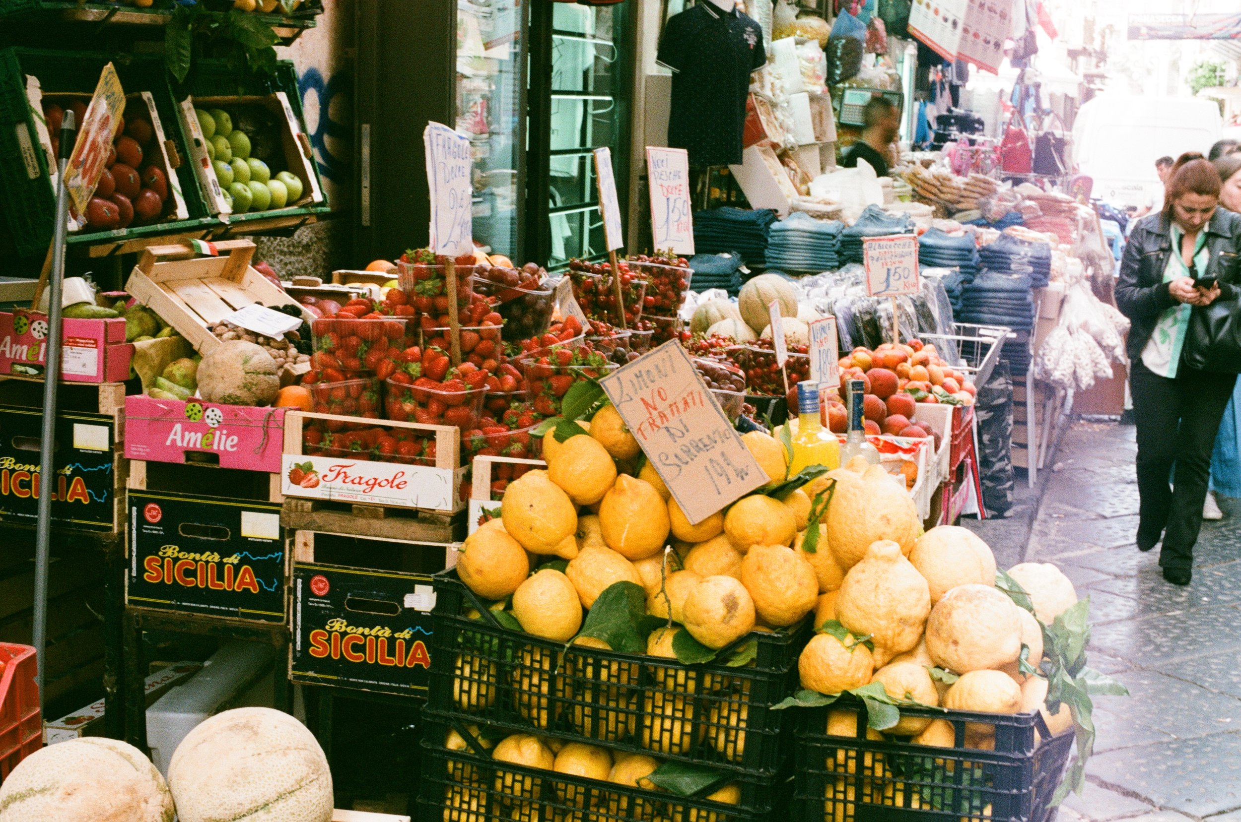 napoli-italy-street-market.jpg
