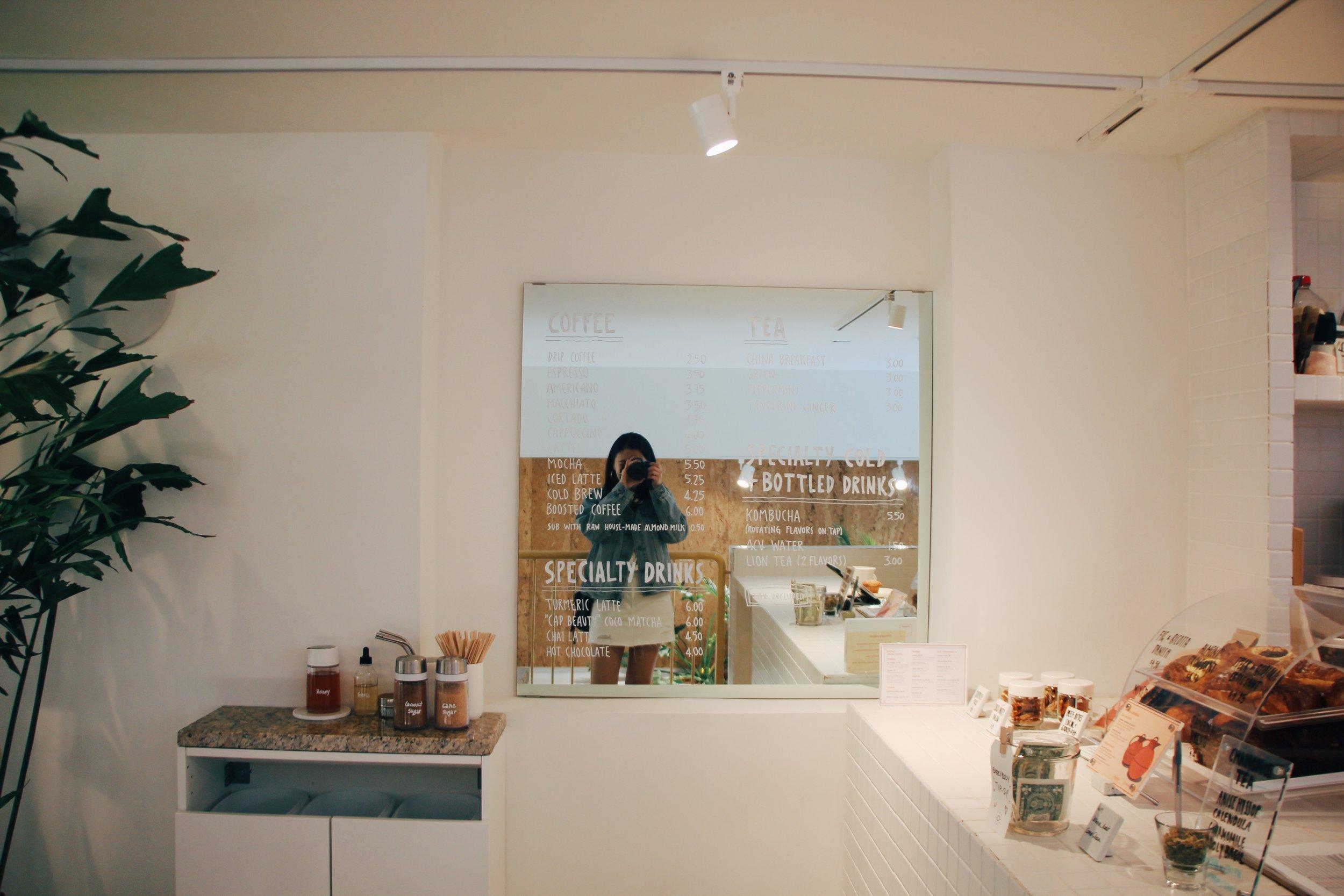 菜單的這片玻璃牆相當可愛~適合來張自拍