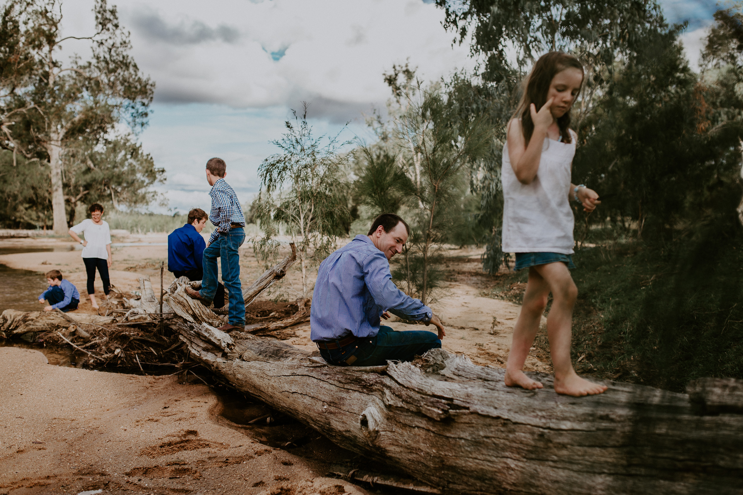 Baby-outdoor-family-lifetsyle-townsville-Cairns-Queensland-family-inhome-outdoors-candid-natural-bush-relaxed-large-family-colour-river-37.jpg