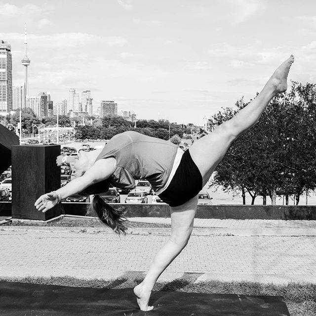 #leanback #layout #smile ⠀ ⠀ .⠀ .⠀ .⠀ ⠀ #alwayssmile #bgirling #bgirl #battle #breakdance #danse #yogapractice #handstand365 #handstandlove #handstandeveryday #staglegs #handstandanytime #handstandeverywhere #armbalances #inversions #igyogachallenges #yogachallenge #yogagirl #fitgirl #handstandfun #handstandchallenge #pilates #pilatestime #pilatesstudent