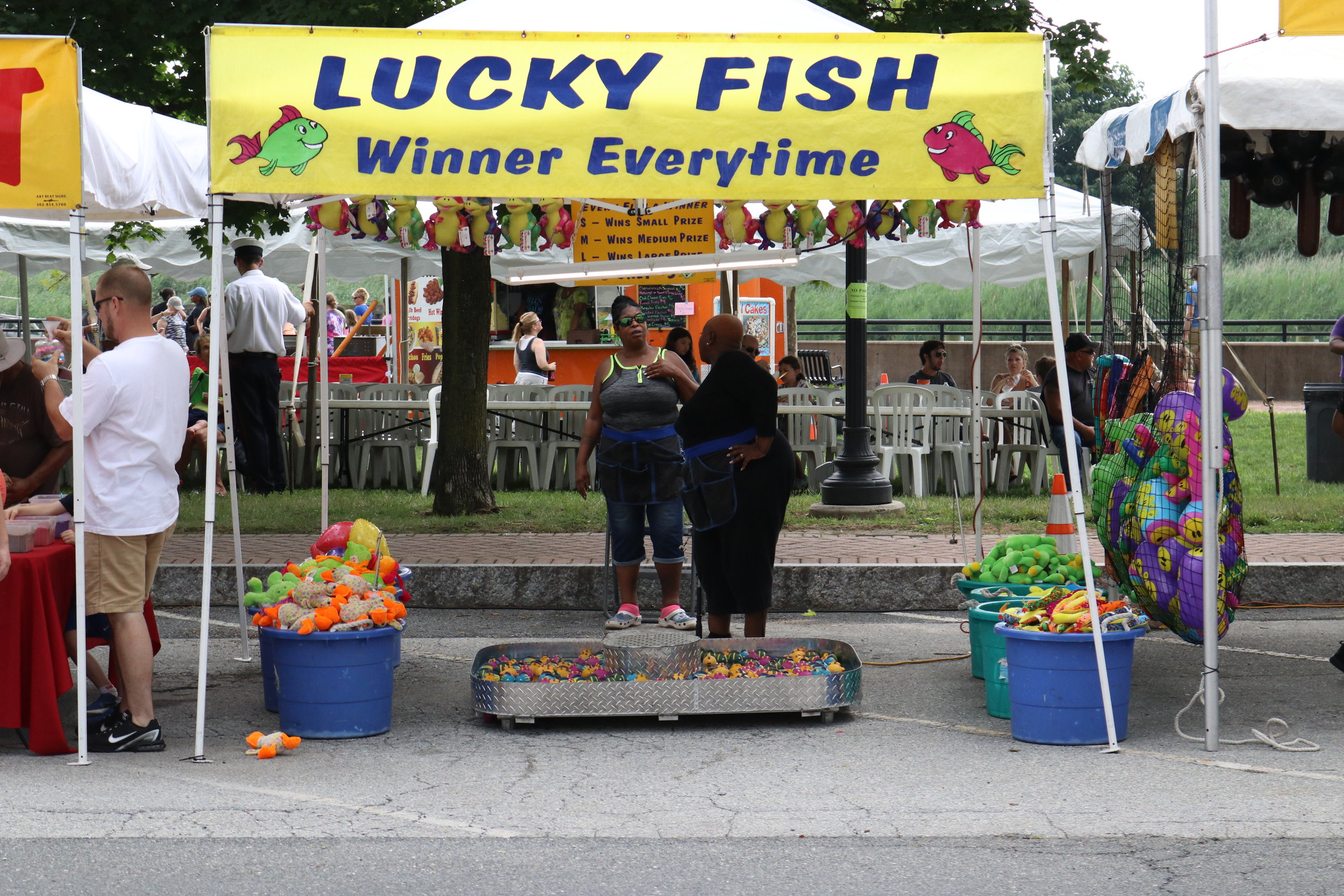 Lucky Fish - Catch a fish and win prize! Use the fishing rod to Cath the fish. Under each fish there are 3 letters, S,M,L. These letter determine the prize you win. How lucky are you?