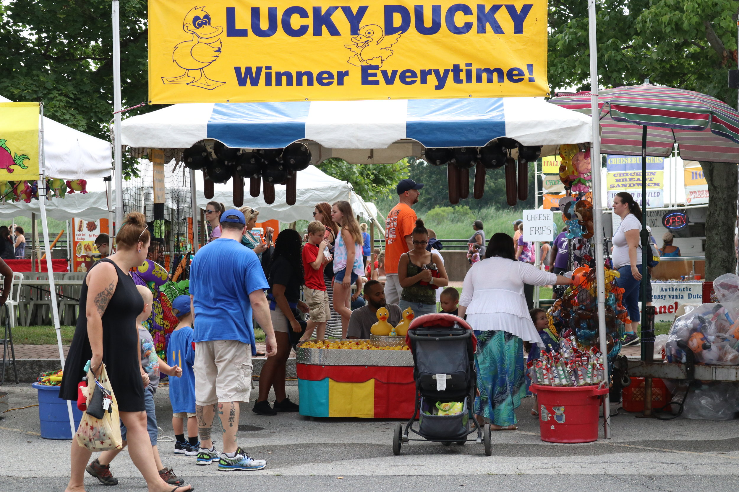Lucky Ducky - Catch a duck and win prize! Under each duck are 3 letters, S,M,L. These letter determine the prize you win. How lucky are you?