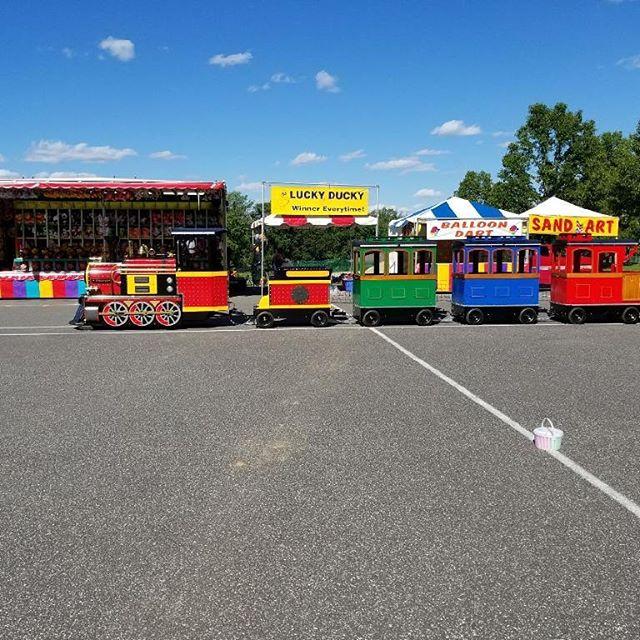 Take a #trainride🚂 #watergames #familyfunday #watergames💦 #pennsylvania_life #pennsylvaniafestivals