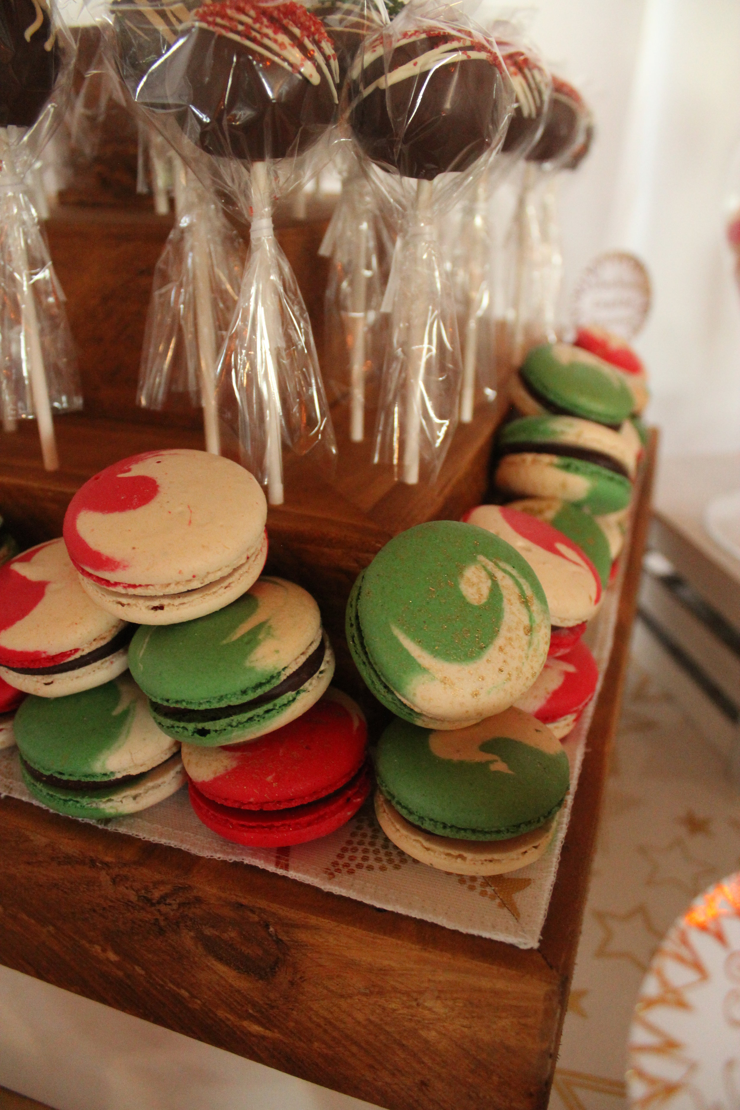 Christmas Candy Bar - Red, Green, White, Gold 7/11 - Marche du Macaron Gingerbread Macarons