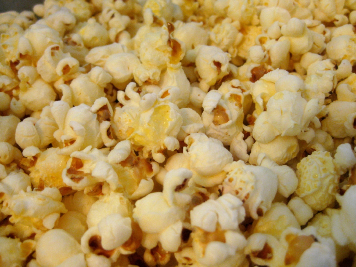 OnGuard Popcorn - We love this healthy OnGuard recipe. It's the perfect way for us to enjoy a fast snack, while also boosting our immune system. It's great for movie night, a low calorie snack, or to serve at a class.