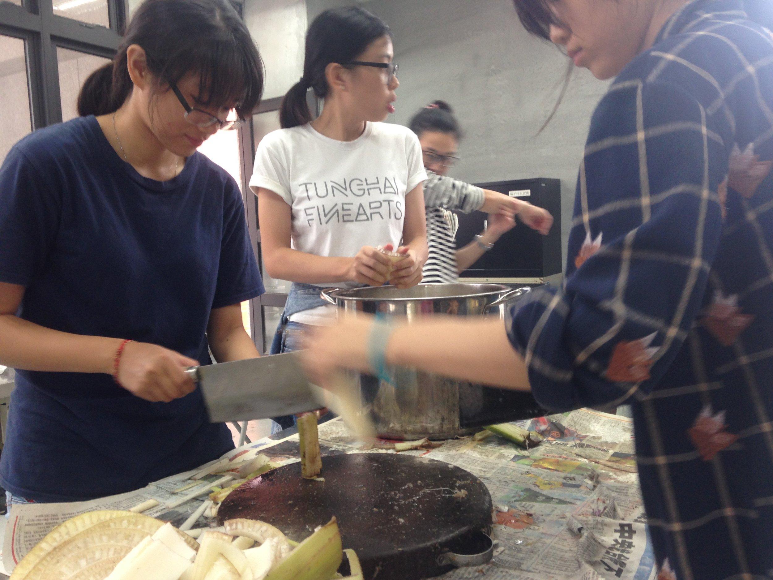 Students at Tainan University preparing banana ready to cook