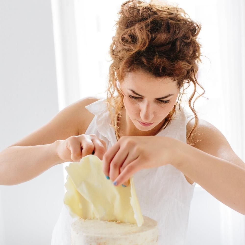 Stephanie Illouz   Stephanie ist eine wahre Künstlerin, wenn es um Kuchen geht. Unserer Meinung nach, macht sie die schönsten Kuchen Berlins. Ihre Kuchen sind nicht vor allem auch ansehnlich, sondern auch super lecker. Für uns überrascht sie Paare auch zu Hochzeitstagen, Heiratsanträgen und weiteren Anlässen.