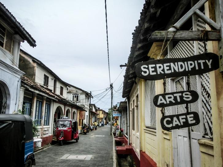 galle-fort-paved-streets-sri-lanka-800x600.jpg