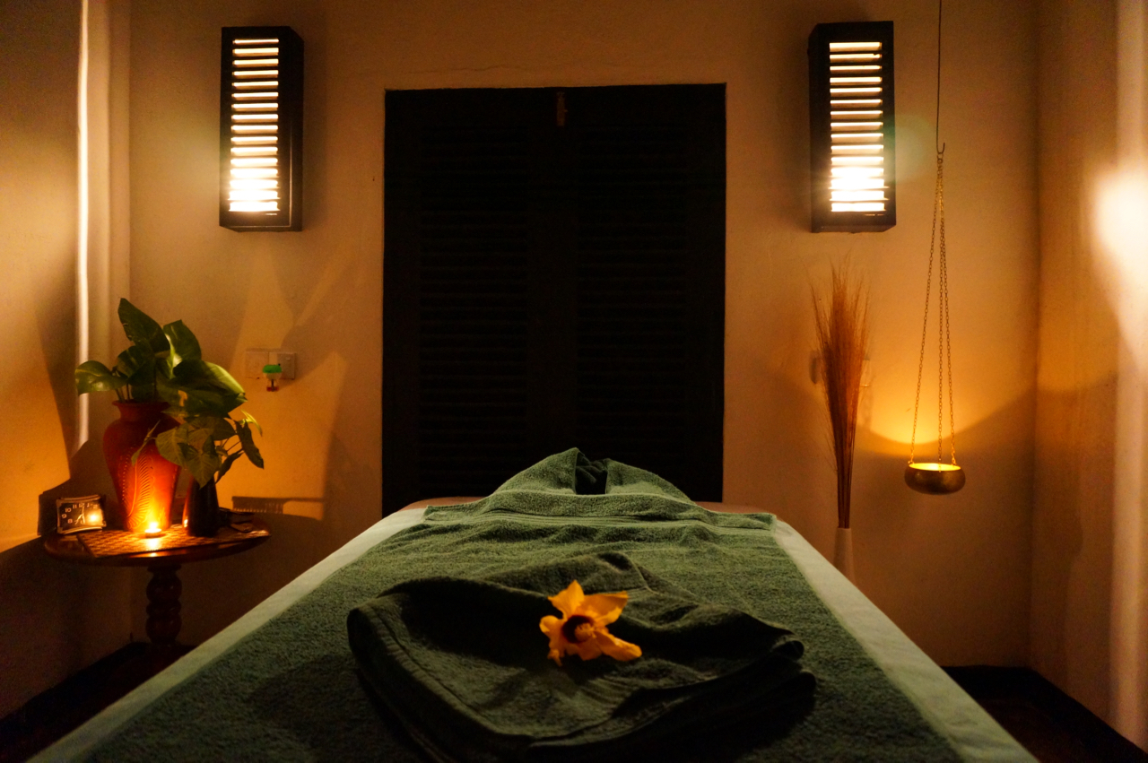 Enjoy a massage on your yoga holiday in Sri Lanka with Yoga Explorers