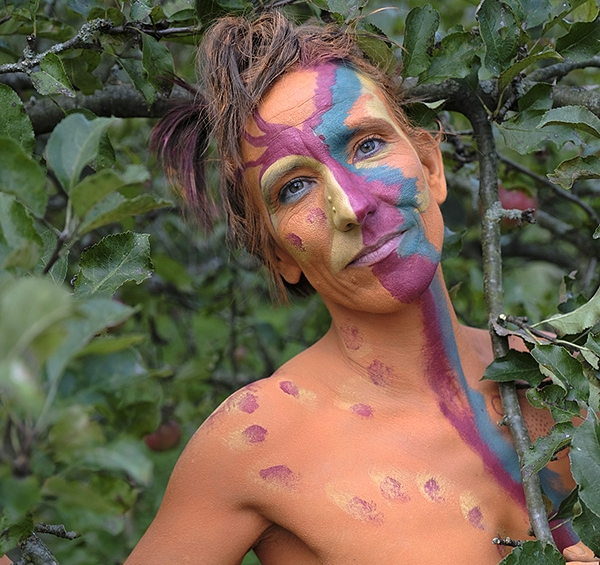 - Bodypainting and photography by Rosel Grassmann:www.wildernessbodypainting.de