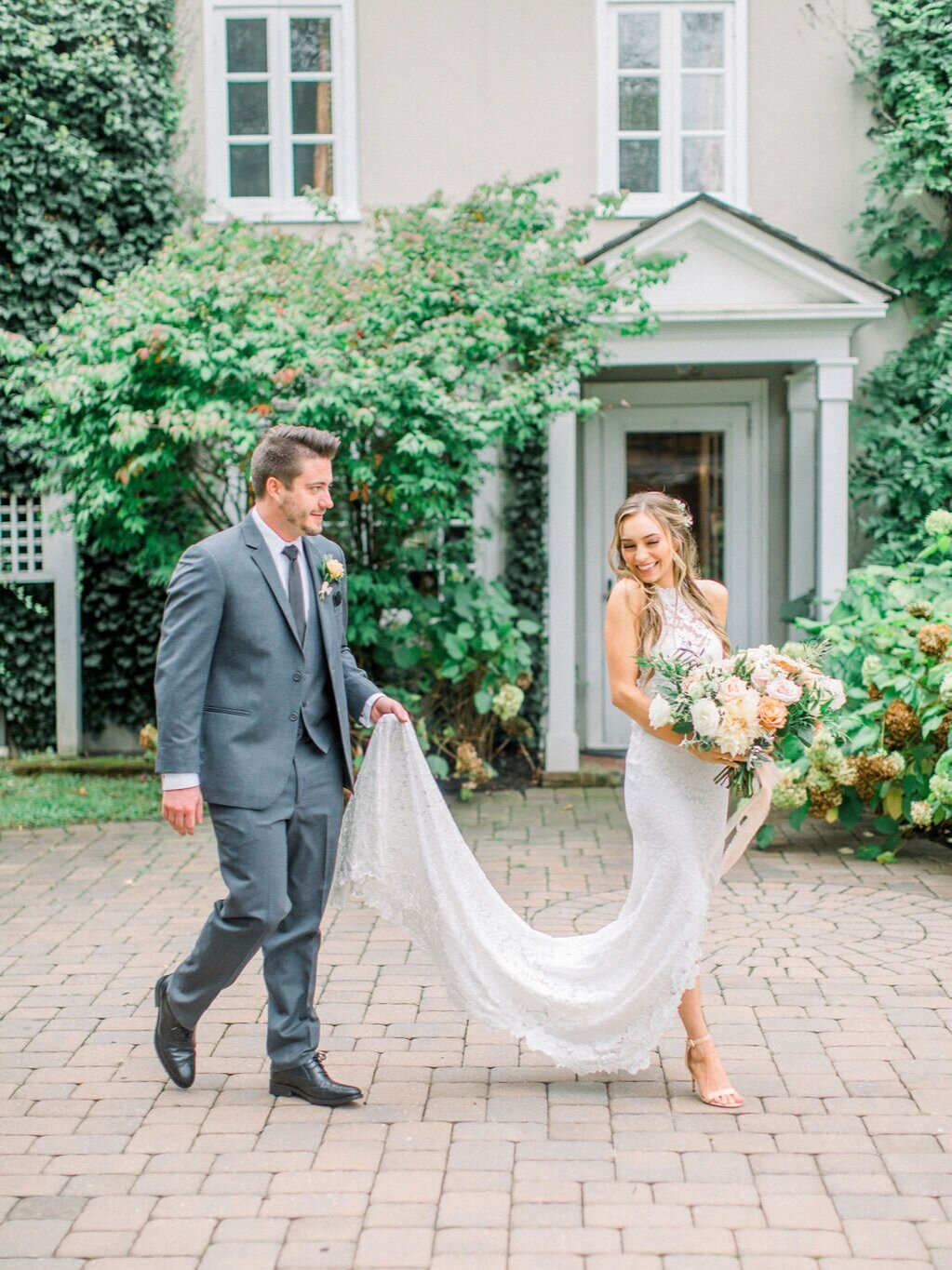 We Make Your Life Easier - A few of the ways that we make your time planning your wedding easier as you work with us on your floral designs: No Required Minimum Budgets, A La Carte Services, and Personalized Payment Plans