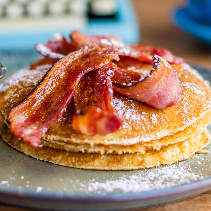 Pancakes With Bacon & Maple Syrup