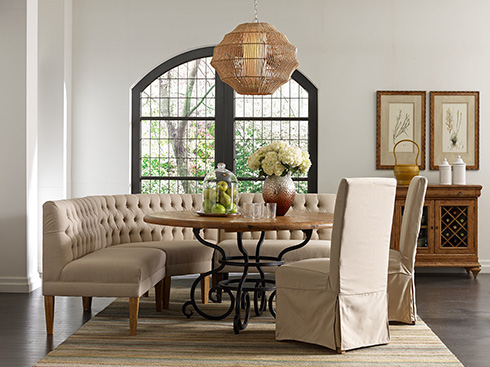 curved-dining-banquette-at-belfort