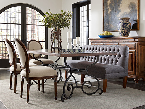 grey-dining-banquette-at-belfort