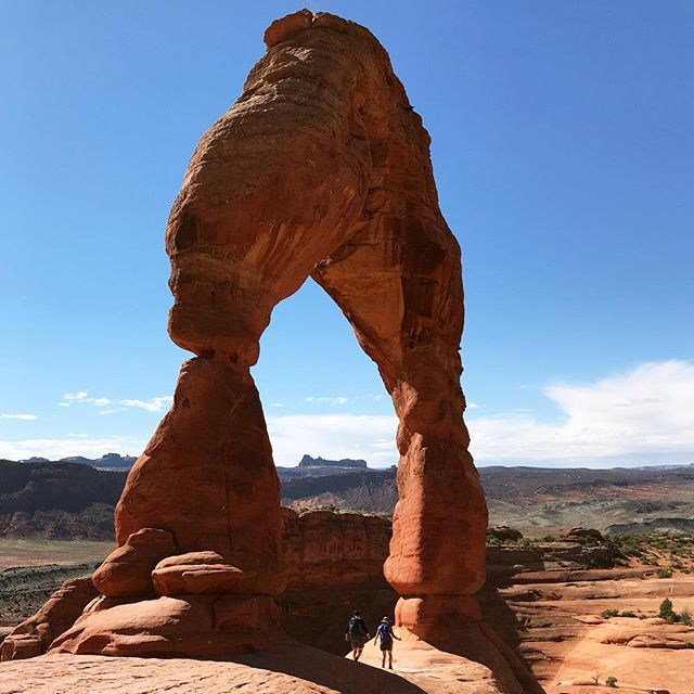 Day 3: Arches! The colors changed every five minutes, in the most delicious of ways. Double Arch. Windows. Delicate Arch. Broken Arch. Fiery Furnace... 26,000 steps made for a seriously satisfying sleep at the end of the day :) #archesnationalpark #utah #big5 #findyourpark #grateful #happy