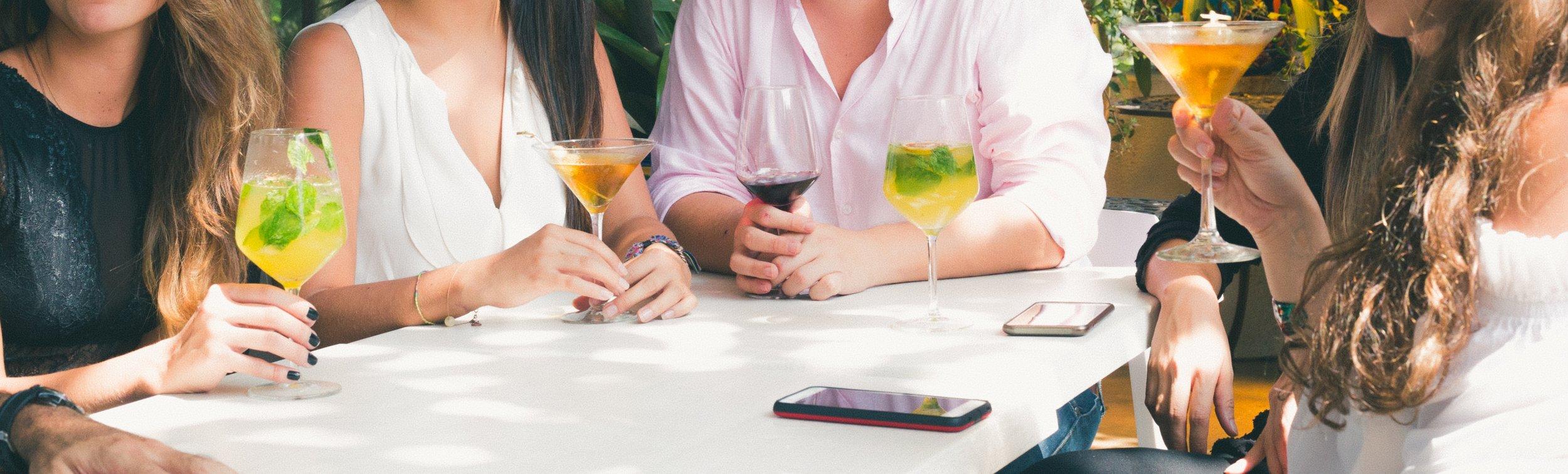 alcohol-cellphone-cocktail-glass-1097390.jpg