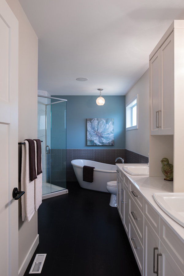 1751sqft_emerald v_bungalow_interior_ridgewood west_ensuite.jpg