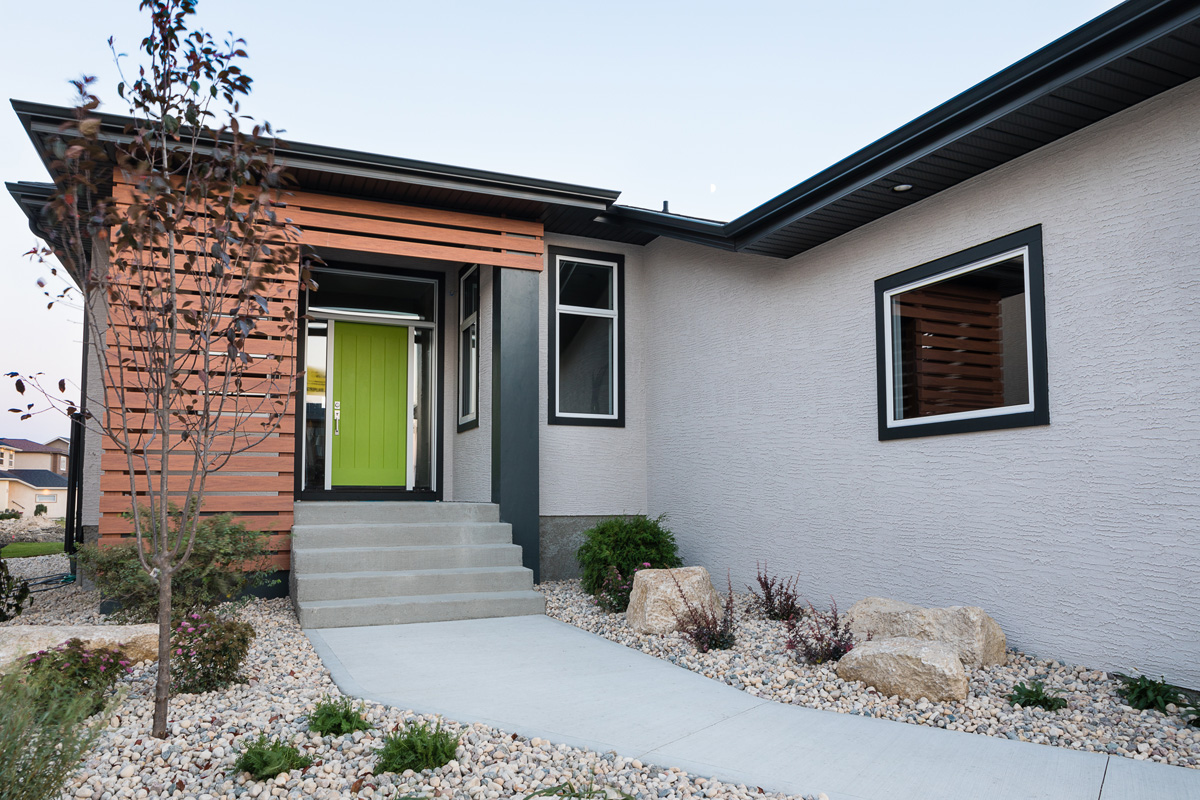 1815sqft_silverstone ii_bungalow_exterior_sage creek_front entry detail.jpg