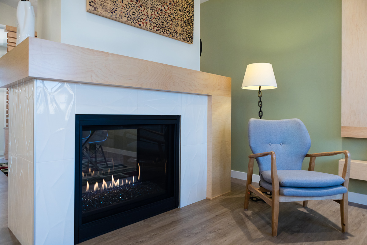 1815sqft_silverstone ii_bungalow_interior_sage creek_2 sided fireplace.jpg