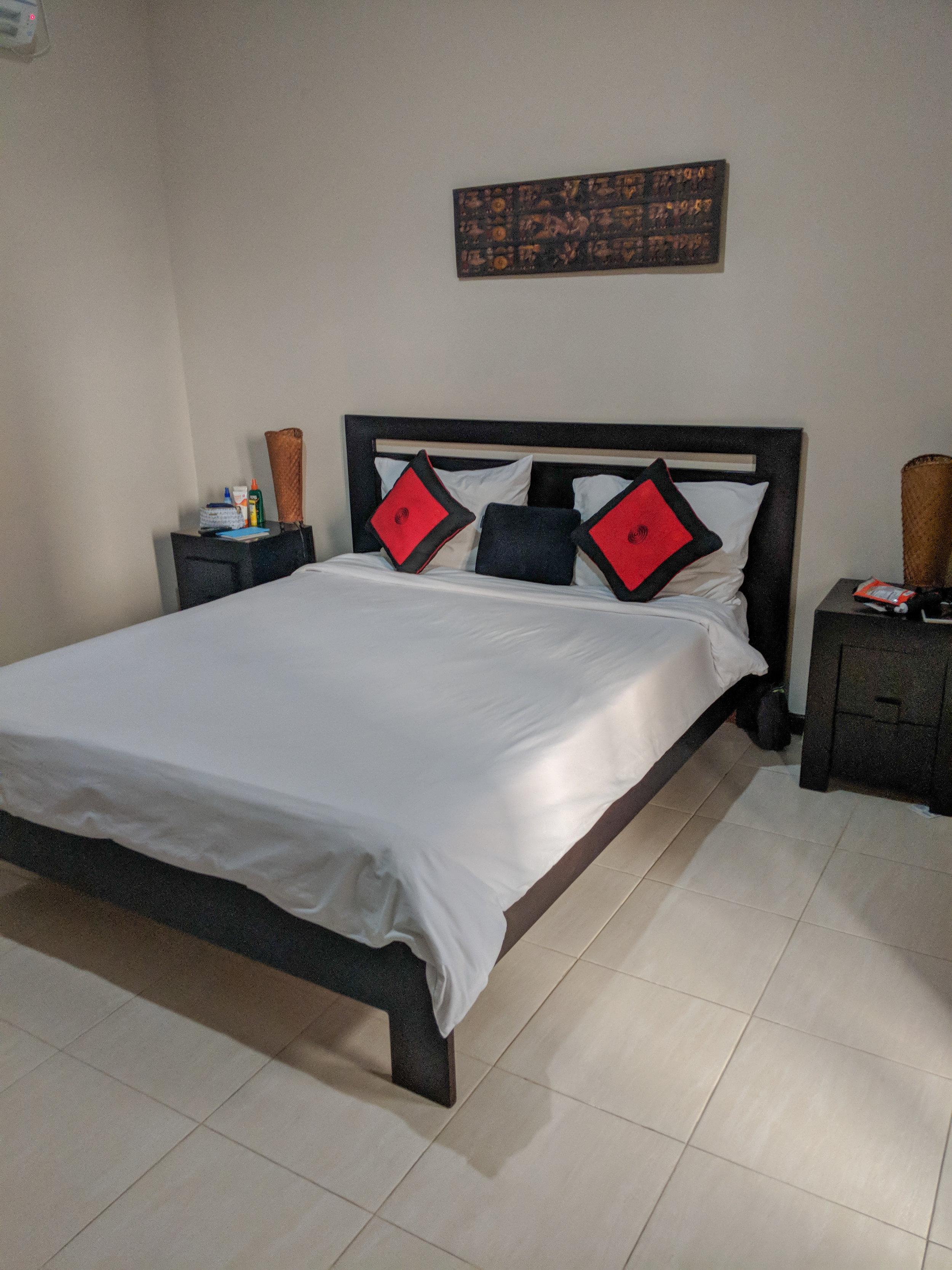 Bona Kubu Bedroom