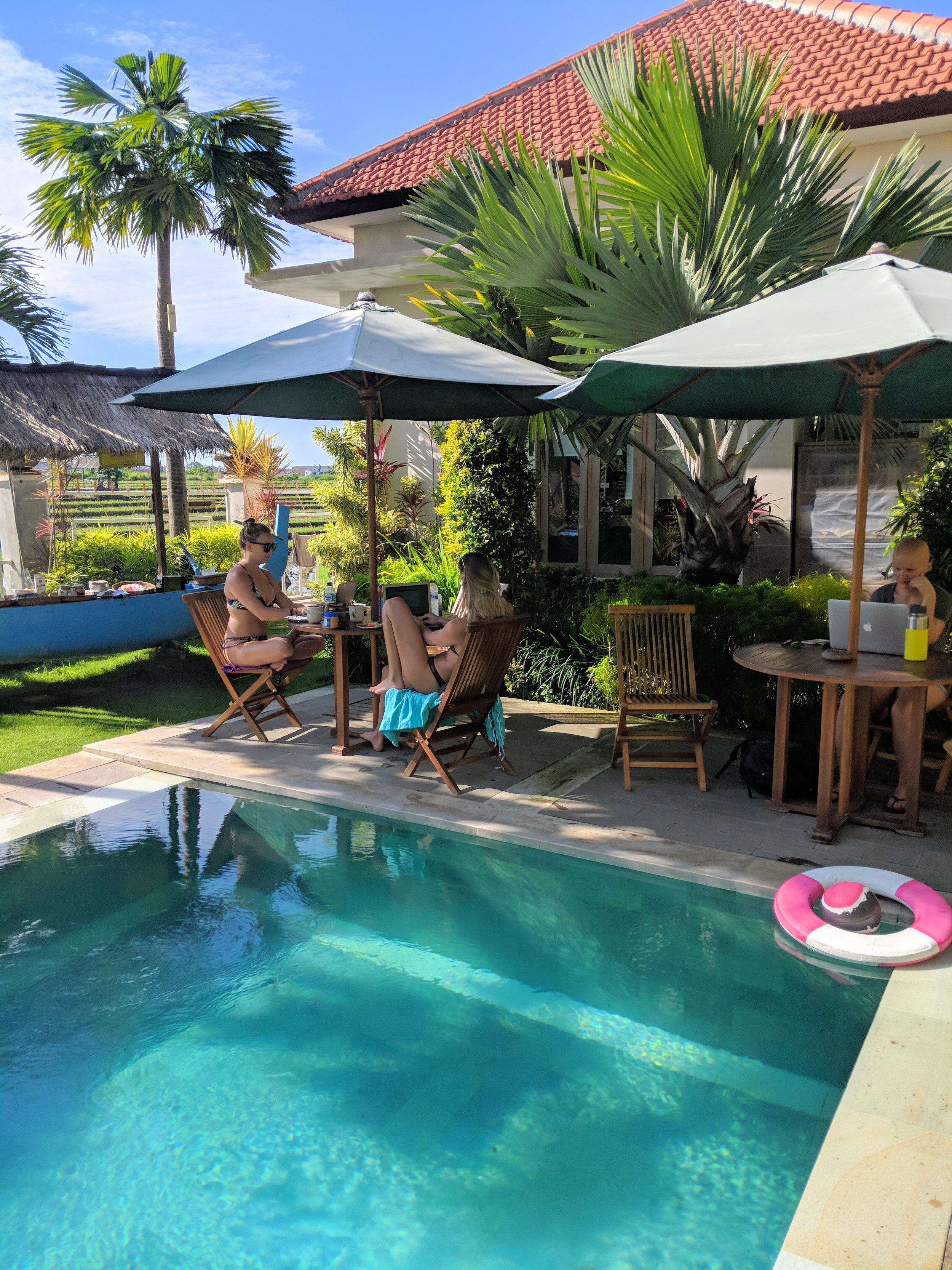 Bona Kubu Pool Seating