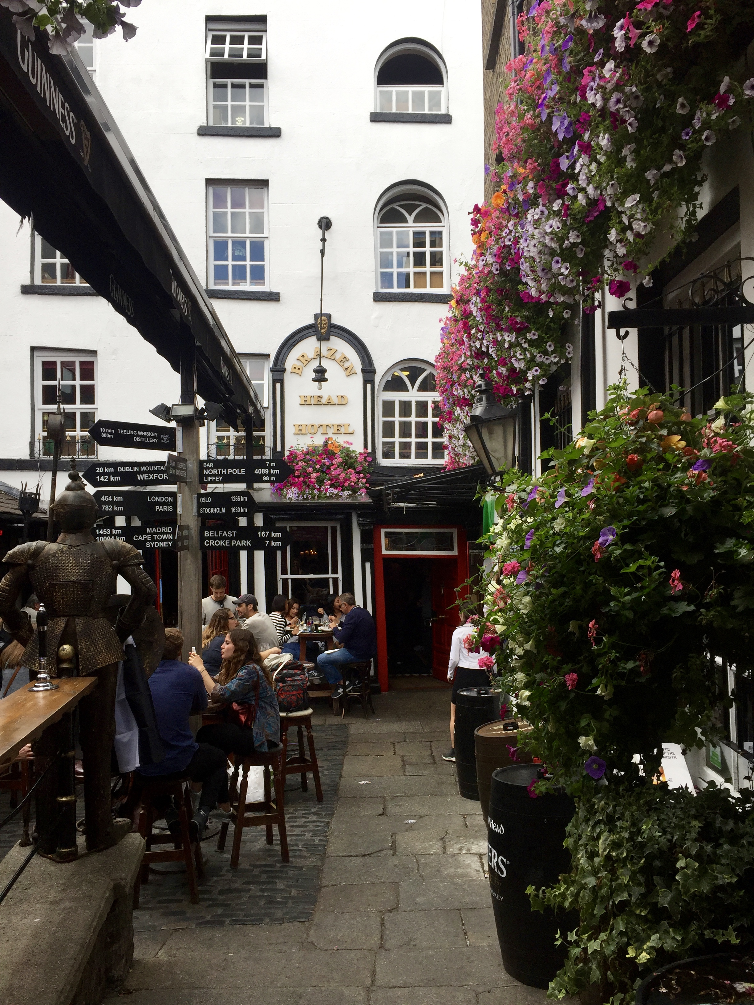 The patio at the Brazen Head featured a separate outside bar.