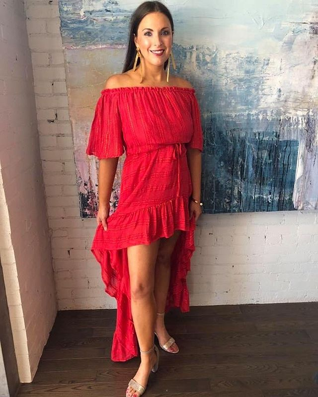 Weekend look. Say hello to this red hot number that is perfect for date night or brunch with the ladies. It's versatility makes it the perfect Summer dress.  Look from @estilo_austin