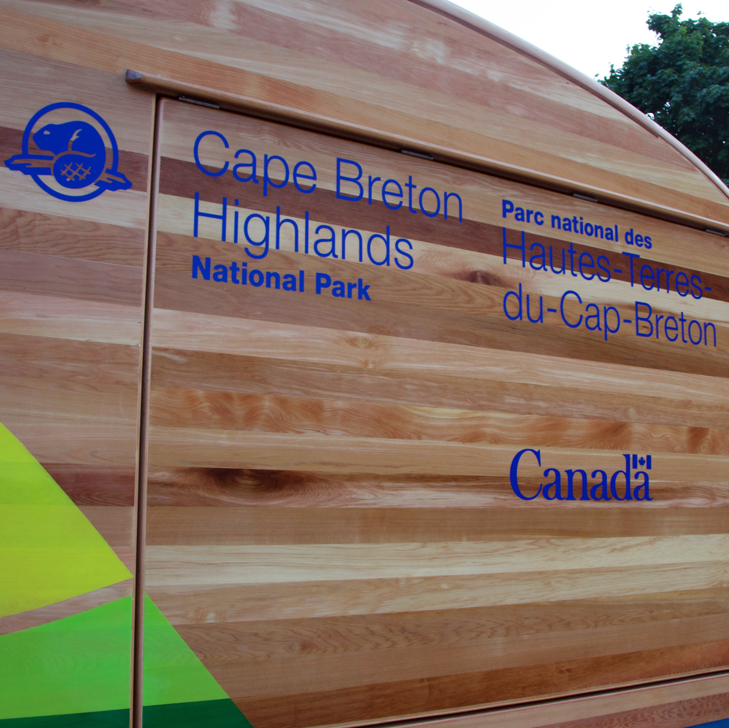 THE FEDERAL IDENTITY PROGRAM (FIP) The vehicle follows current standards for Parks Canada vehicle identification.