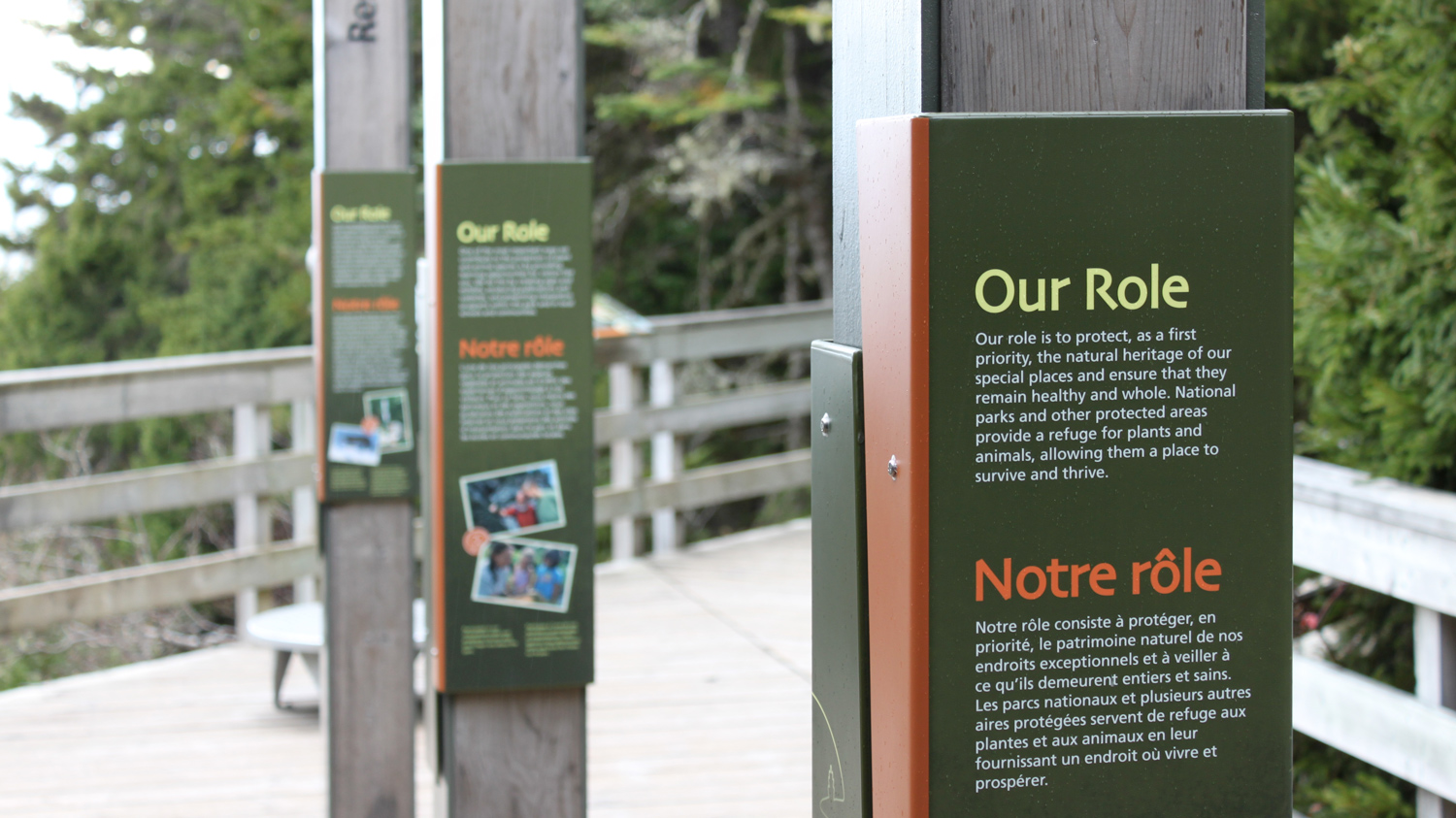 THE PARK'S ECOLOGICAL INTEGRITY Monolithic posts at Falcons Lookout showcase Parks Canada's role in maintaining the park's ecological integrity, as well as how visitors can help.
