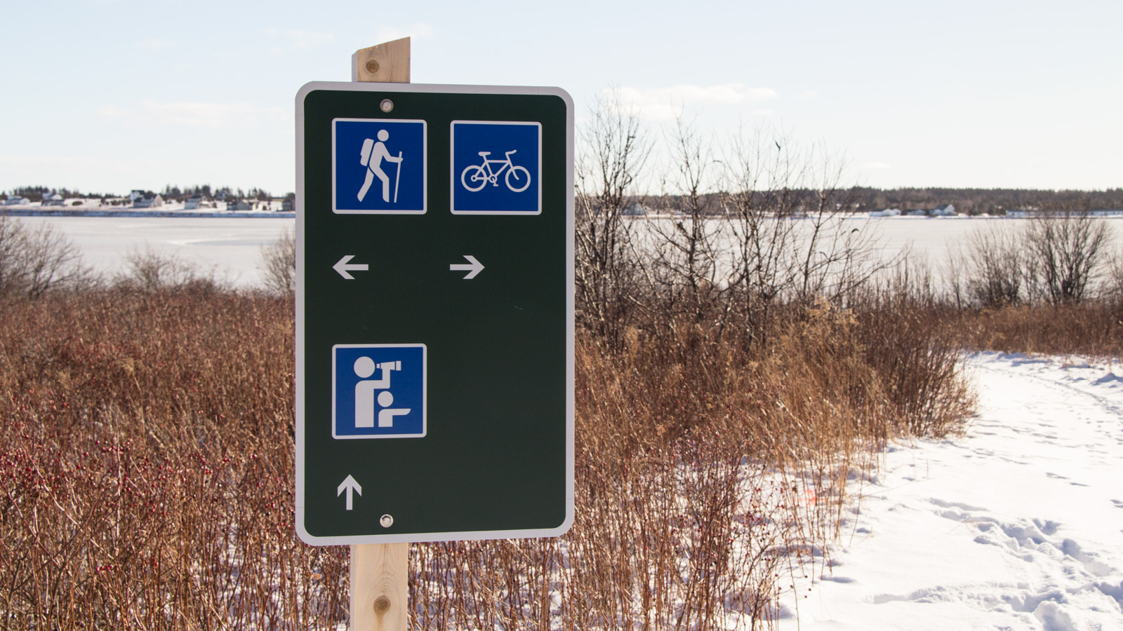 ON- AND OFF-SEASON Operational signage direct trail users to important amenities like lookoffs, and parking lots.