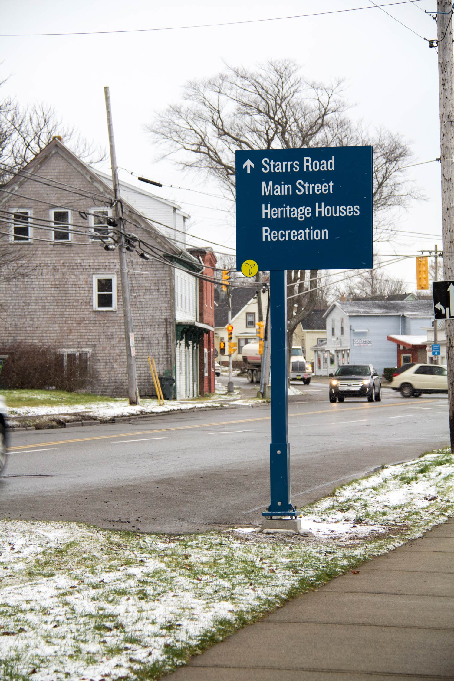 VEHICULAR DIRECTIONAL SYSTEM For visitors driving through town, the system directions them to four major districts.