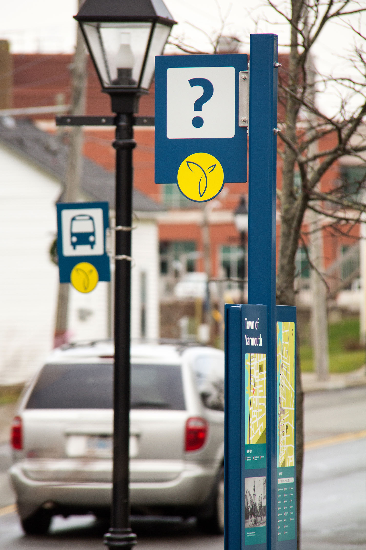 AN INTEGRATED SYSTEM From Busi signs to information kiosks, all signs are unified by colour, form, and use of logos and symbols.