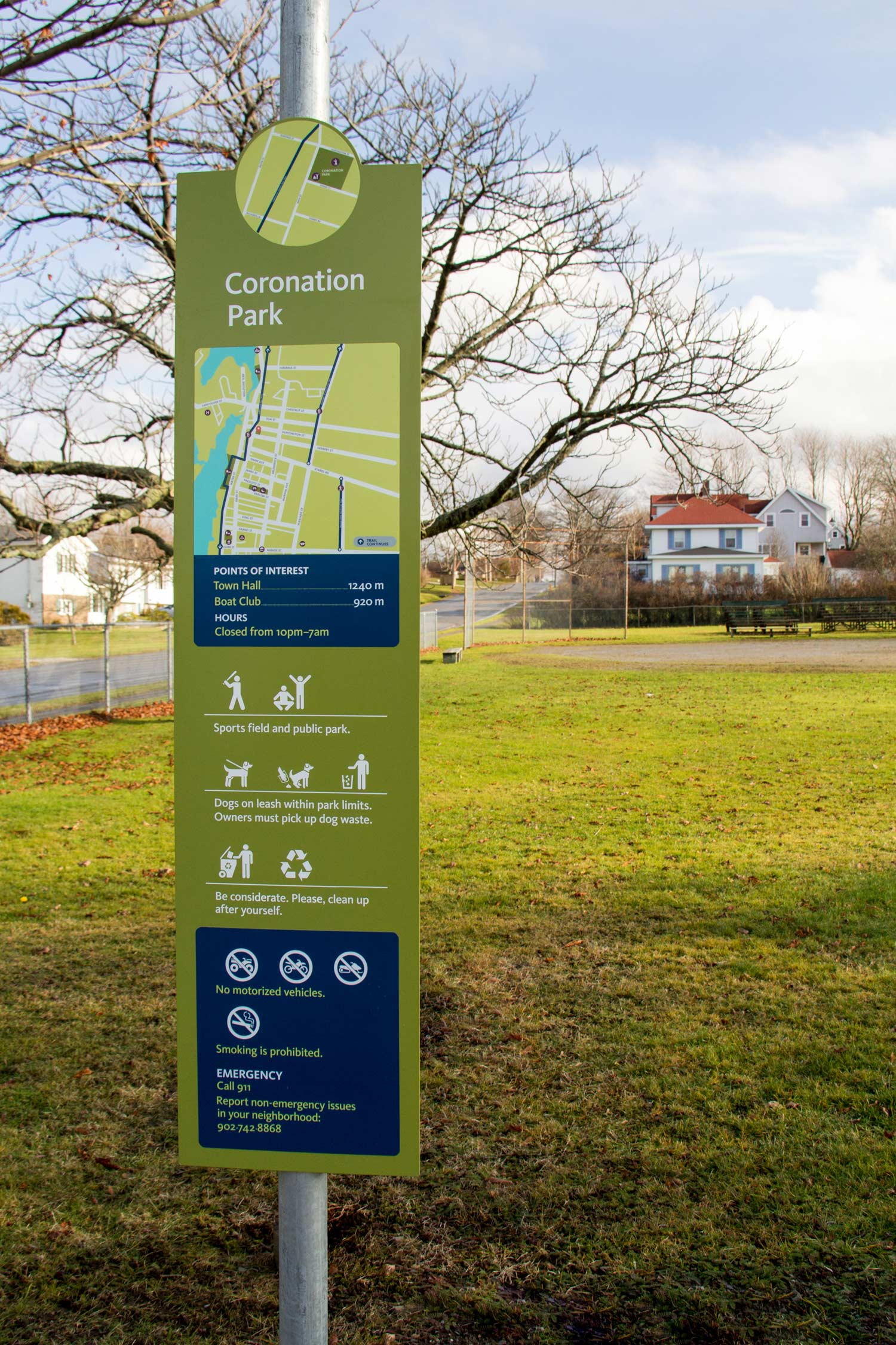 PARK INFORMATION All parks now come equipped with signs indicating proper behaviour, as well as points of interest in the area.