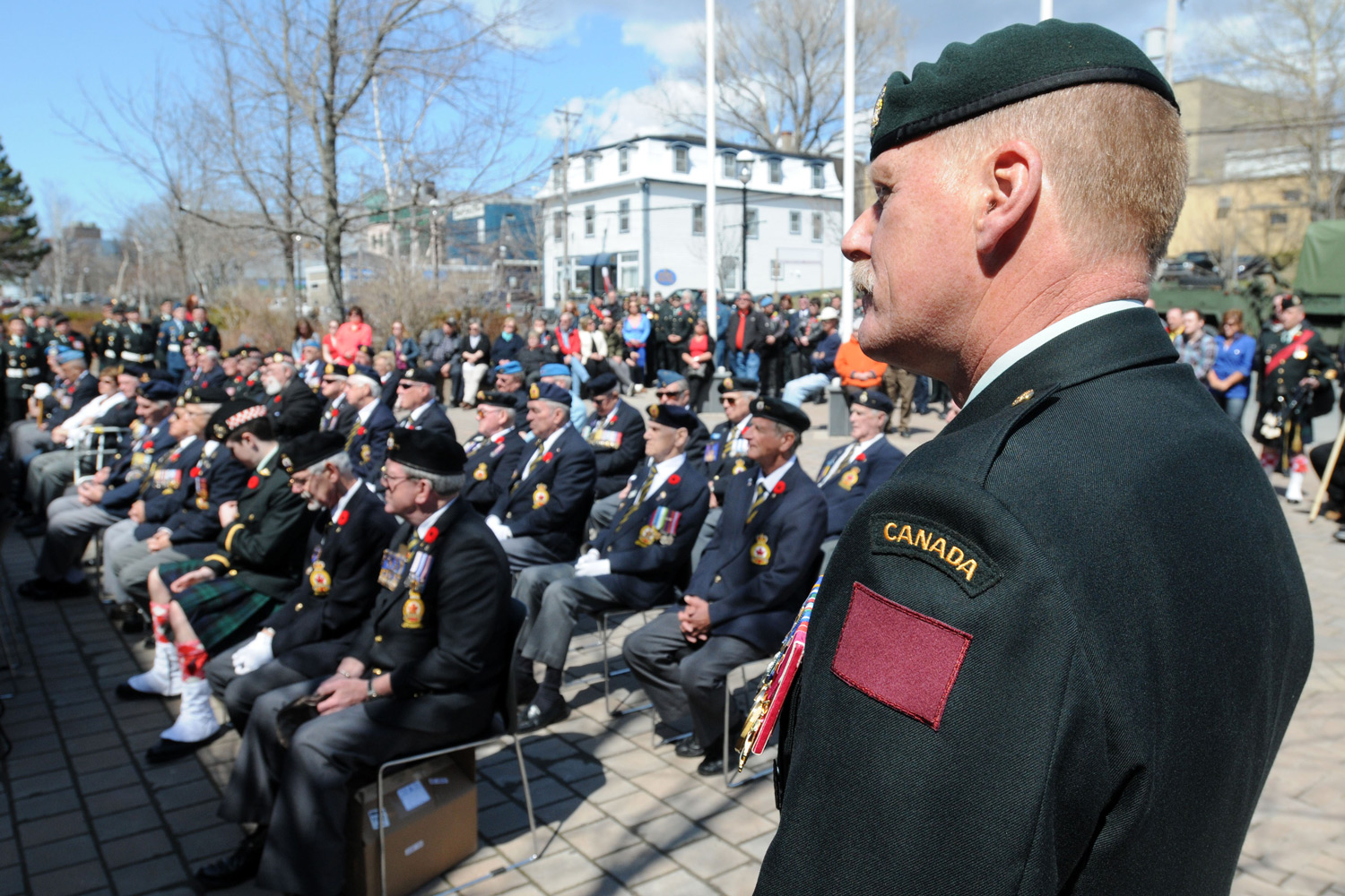 THE 5TH CANADIAN DIVISION REINSTATES A COLOURED PATCH ON UNIFORMS May 2014 saw the reinstatement of a coloured uniform patch, bringing the army back to its roots and a sign of respect for soldiers who fought in both world wars.