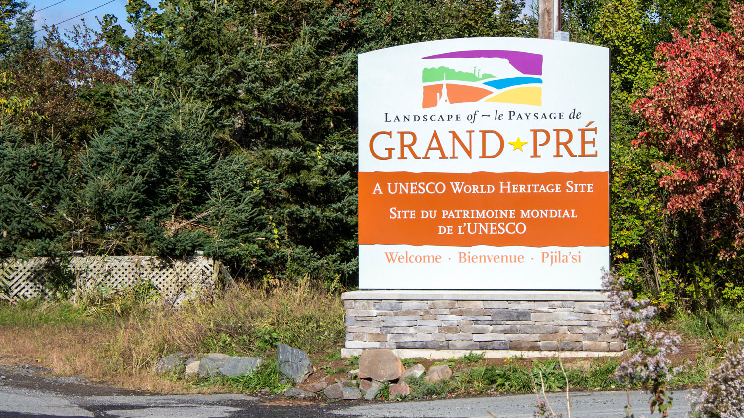 UNESCO WORLD HERITAGE SITE GATEWAY SIGN Vehicular gateway signs signal arrival, and welcome visitors to the site.