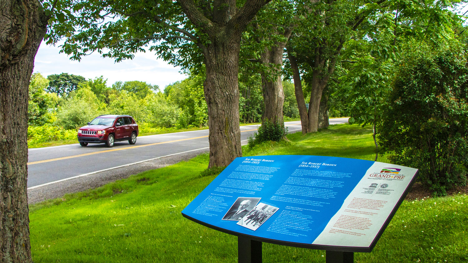 INTERPRETIVE SIGN Interpretive panels highlight areas of historical, cultural, natural or geographic significance.